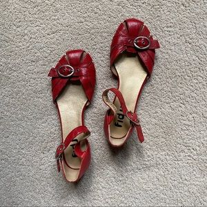 Fidji red flat with buckle. made in Spain